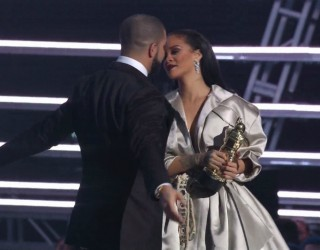 DRAKE & RIHANNA OFFICIALLY DATING:  SPOTTED KISSING IN MIAMI CLUB